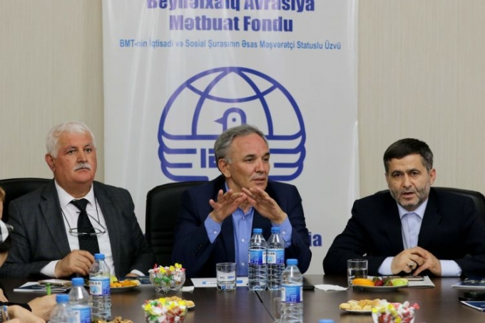 Chairman of Azerbaijan's Press Council receives media representatives from Iran